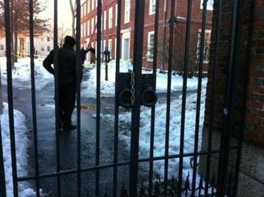 harvard3-7061 Bomb scare rattles Harvard campus