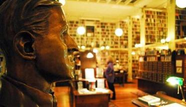 The bust of H.P. Lovecraft at Providence Athenaeum.