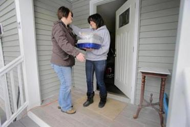 Stanway delivered lasagna to her neighbor Kellie McCann, whose father died recently.