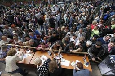 People in Mariupol stood in line for ballots Sunday during the referendum on the status of Ukraine's Donetsk region.
