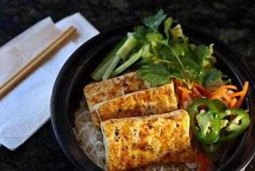 Vermicelli bowl with tofu.