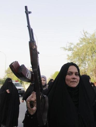 Iraqi Shiite women shouted slogans supporting the Iraqi army in Basra, southeast of Baghdad, on Thursday.