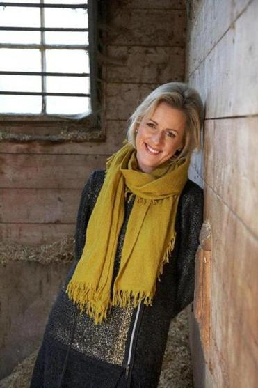 "In ""One Plus One,'' veteran novelist Jojo Moyes writes about the struggles of a single mother in an English coastal town."