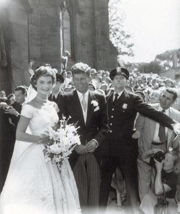 Nieznane wcześniej zdjęcie ze ślubu Johna i Jacqueline Kennedy w 1953 r.