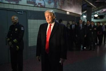 Donald Trump visits Ohio State victims, officer who killed attacker