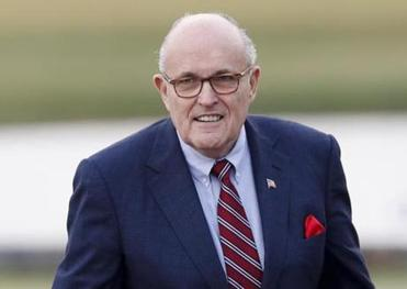 Giuliani takes himself out of running for Trump post