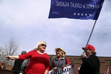 Trump fans rally across the nation to support the president