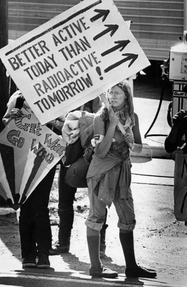 A demonstrator waited outside the main gate of the Seabrook N.H. nuclear plant site in 1977.
