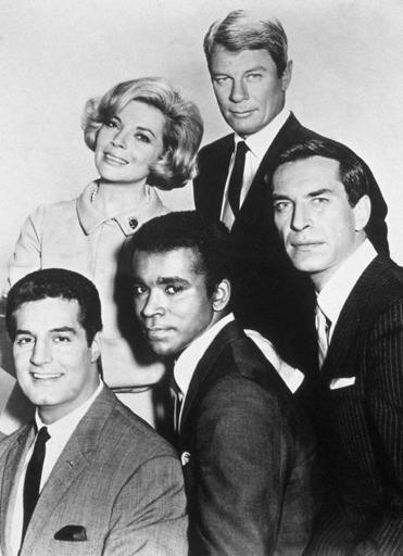 Promotional portait of the cast of the television series, 'Mission Impossible,' circa 1967. Left to right, Peter Lupus, Barbara Bain, Greg Morris (1933 - 1996), Peter Graves, and Martin Landau. (Photo by Paramount Television/Getty Images)