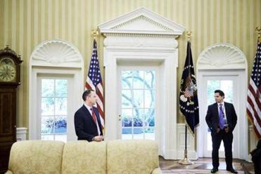 This photo perfectly sums up the relationship between Scaramucci and Priebus