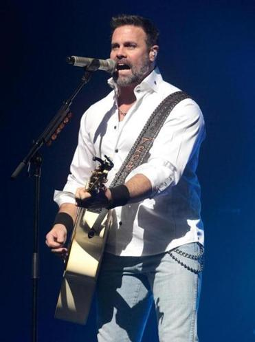 Mr. Gentry of Montgomery Gentry died Friday in a helicopter crash.