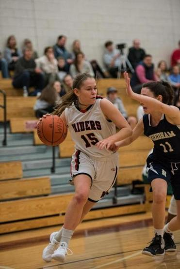 15ghoopnotes -- Wellesley High basketball player Sophie Paulsen (Greg Cohen)