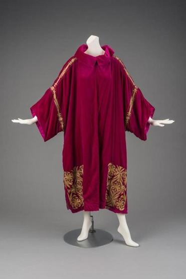 Coat Madeleine & Madeleine (French, 1919 - 1926) 1920's Velvet, lame * Gift of Jean S. and Frederic A. Sharf * Photograph © Museum of Fine Arts, Boston 15mfa
