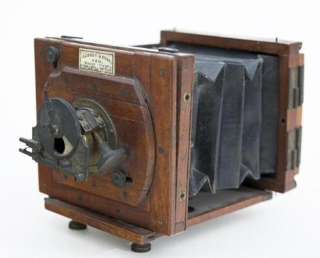 "20Summerartpicks ""Winslow Homer and the Camera: Photography and the Art of Painting,"" which will be on view at the Bowdoin College Museum of Art this summer. June 23ÐOctober 28, 2018 Mawson & Swan camera owned by Winslow Homer, ca. 1882. Gift of Neal Paulsen, in memory of James Ott and in honor of David James Ott Õ74. Bowdoin College Museum of Art, Brunswick, Maine. Photography by Dennis Griggs, Tannery Hill Studio, Topsham, ME. (Camera-Mawson&Swan-homer.jpg)"