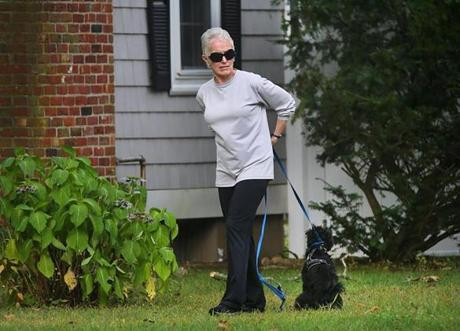 Hingham 09/26/19-FOR PUBLICATION ONLY WITH SHELLEY MURPHY STORY The former longtime girlfriend of mobster Whitey Bulger, Catherine Greig walks her dog on the front lawn of the home she is staying at in Hingham which is the residence of one of Billy Bulger's daughters. Photo by John Tlumacki/Globe Staff(metro)