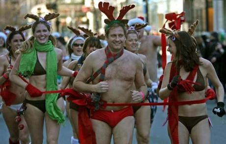 Boston , MA. 12/ 12 /09: SANTA SPEEDO RUN for charity which started at LIR restaurant on 903 Boyolston Street, Boston was chilly enough to keep all moving at a fast pace. ( David L Ryan / Globe Staff ) section: METRO slug: reporter Library Tag 12132009 Metro