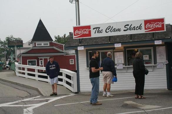 Maine seafood shack owner claws to the top in lobster roll rumble - The Boston Globe