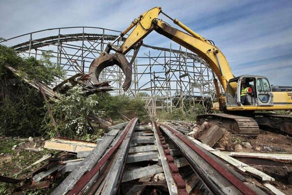 Roller Coaster Demolition : Lincoln park s comet rollercoaster to be demolished today