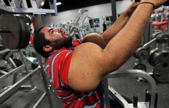 Guiness Recognizes 31 Inch Biceps Metro The Boston Globe