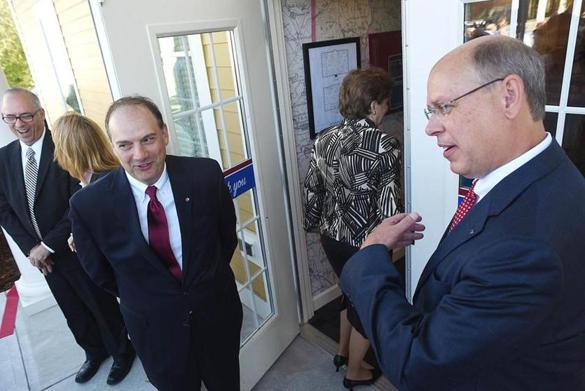 Primary Bank founder Bill Greiner (left) and chief executive Bill Stone greeted guests as the Bedford, N.H., bank opened on Friday.