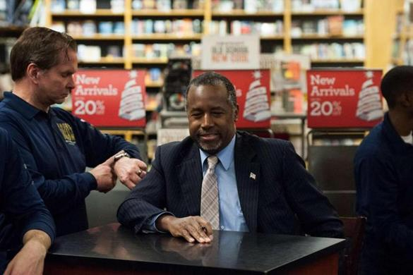 Carson gets boost in polls, book appearance in Iowa