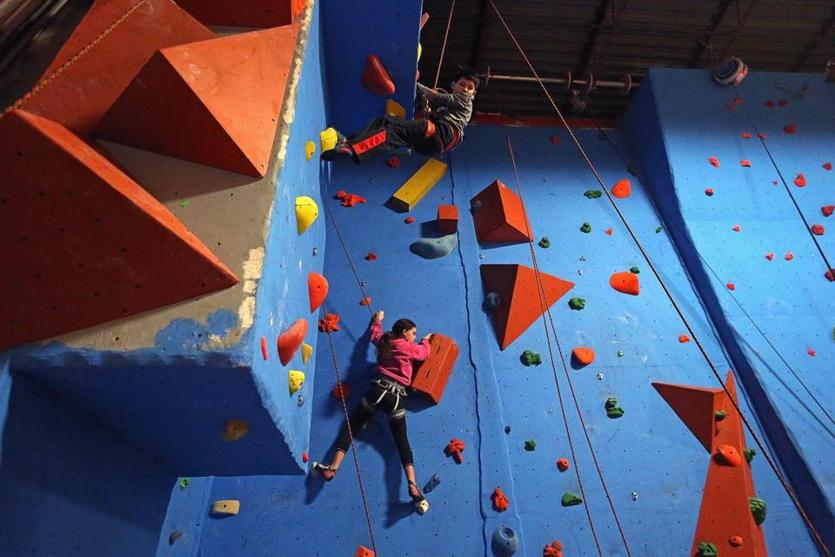 "Hingham, MA - 12/06/2018 - Everett Pang, 9, of Duxbury and Izzy Rodericks, 12, of Hanover climbing a vertical wall during a ""young adult"" group rock-climbing session at Challenge Rocks in Hingham for Winter Fitness centerpiece. - (Barry Chin/Globe Staff), Section: Regional, Reporter: Brion O'Connor, Topic: 06zoexercise, LOID: 8.4.4036175437."