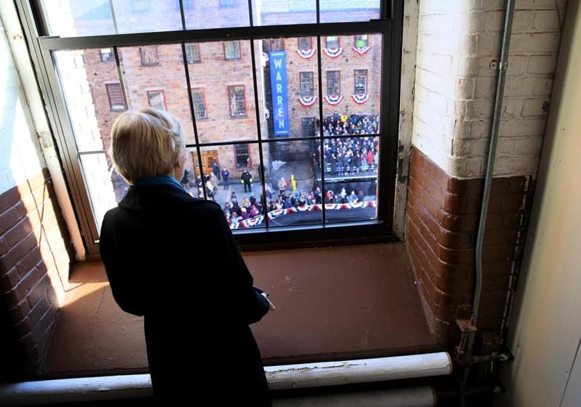 Warren looked over the crowd before officially announcing her run for the presidency.