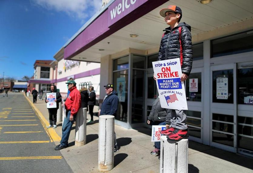 Stop & Shop strike impacting customers and nearby businesses