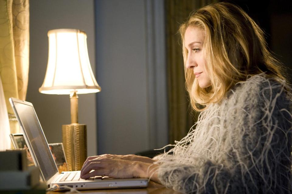 "for Arts - 09applehits - - Sarah Jessica Parker stars as ""Carrie Bradshaw"" in New Line Cinema's 2008 film ""SEX AND THE CITY: THE MOVIE,"" directed by Michael Patrick King. (Craig Blankenhorn/New Line Cinema)"