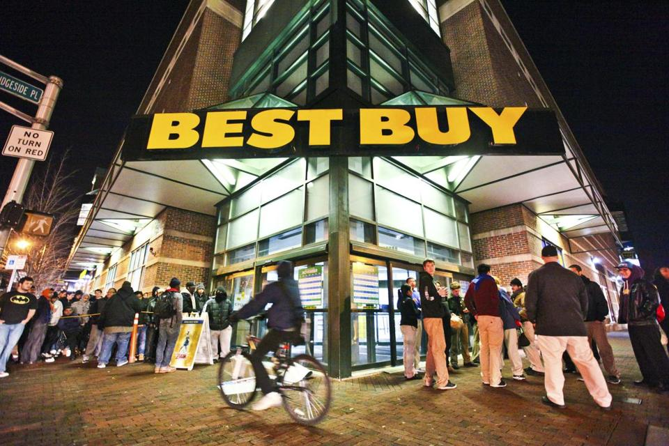 Customers waited in line outside a Best Buy in Cambridge, Mass., in this November 25, 2011, file photo.