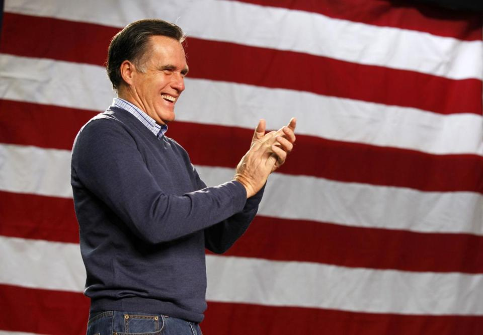Republican presidential candidate and former Massachusetts Governor Mitt Romney applauds during a Romney for President campaign rally at Pinkerton Academy in Derry, New Hampshire January 7, 2012. REUTERS/Jim Bourg (UNITED STATES - Tags: POLITICS ELECTIONS)