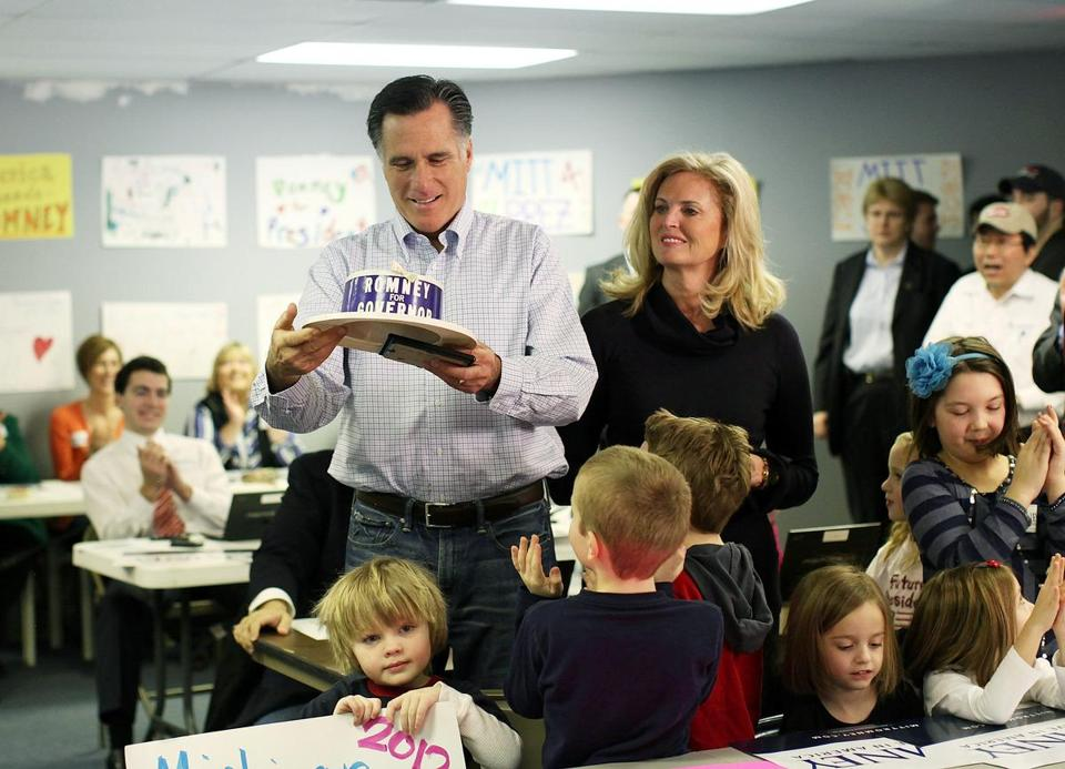 Mitt Romney and his wife, Ann, looked at an old campaign hat worn by his father, George, in Livonia, Mich., last night.