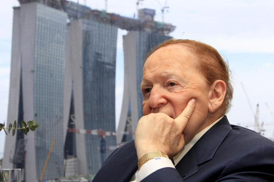 Sheldon Adelson attends a 2009 media briefing in Singapore with Marina Bay Sands in the background.