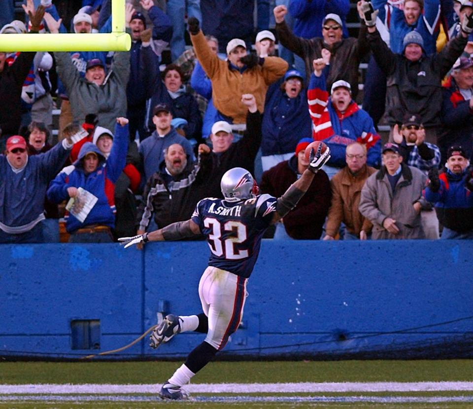 Antowain Smith scored on a 42-yard touchdown run in the fourth quarter for the Patriots.