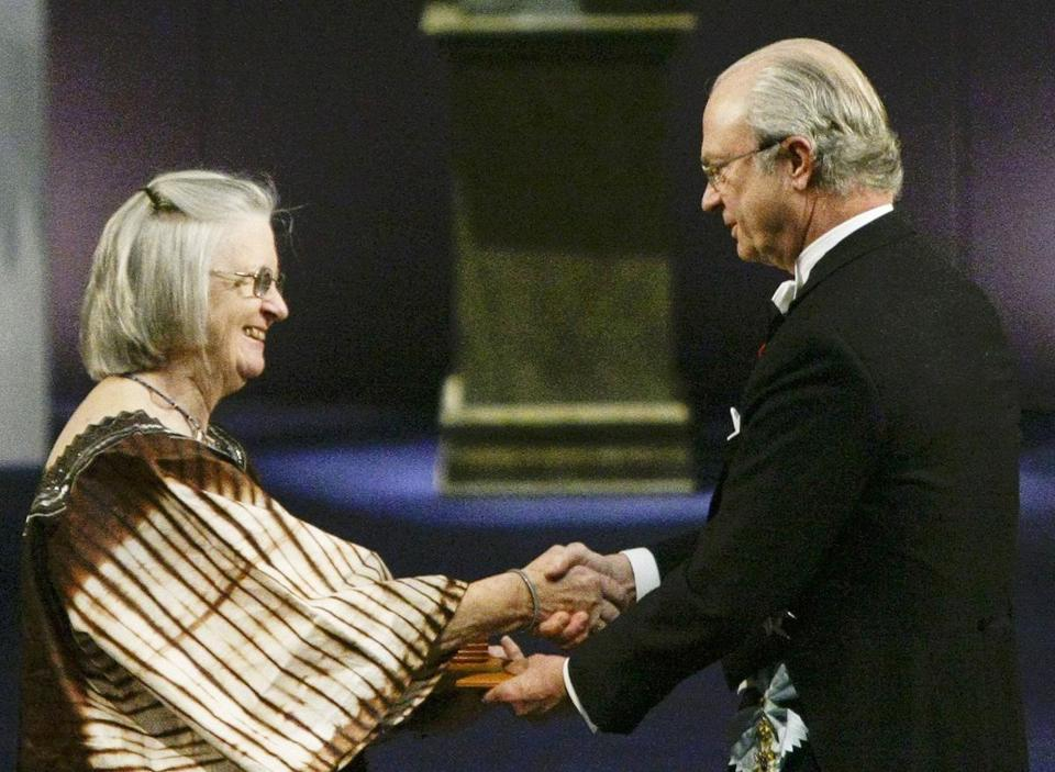 Dr. Ostrom received the Nobel Prize in Economic Sciences from Sweden's King Carl Gustaf in Stockholm.