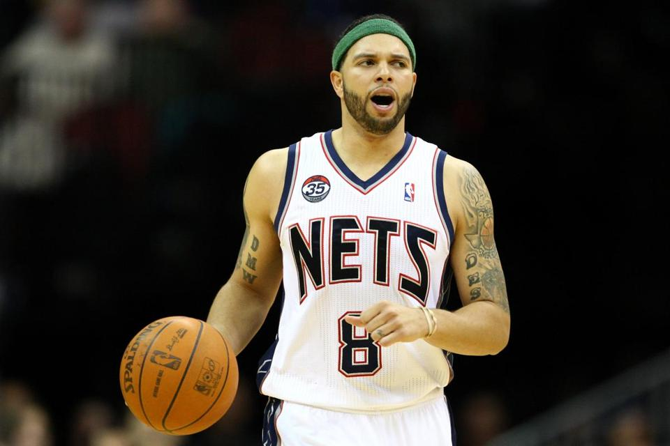 A person with knowledge of the decision said Deron Williams told the team he was accepting their five-year contract worth $98 million.