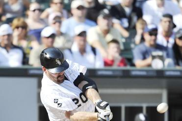 Kevin Youkilis drives in the only runs of Chicago's win with a two-run homer.