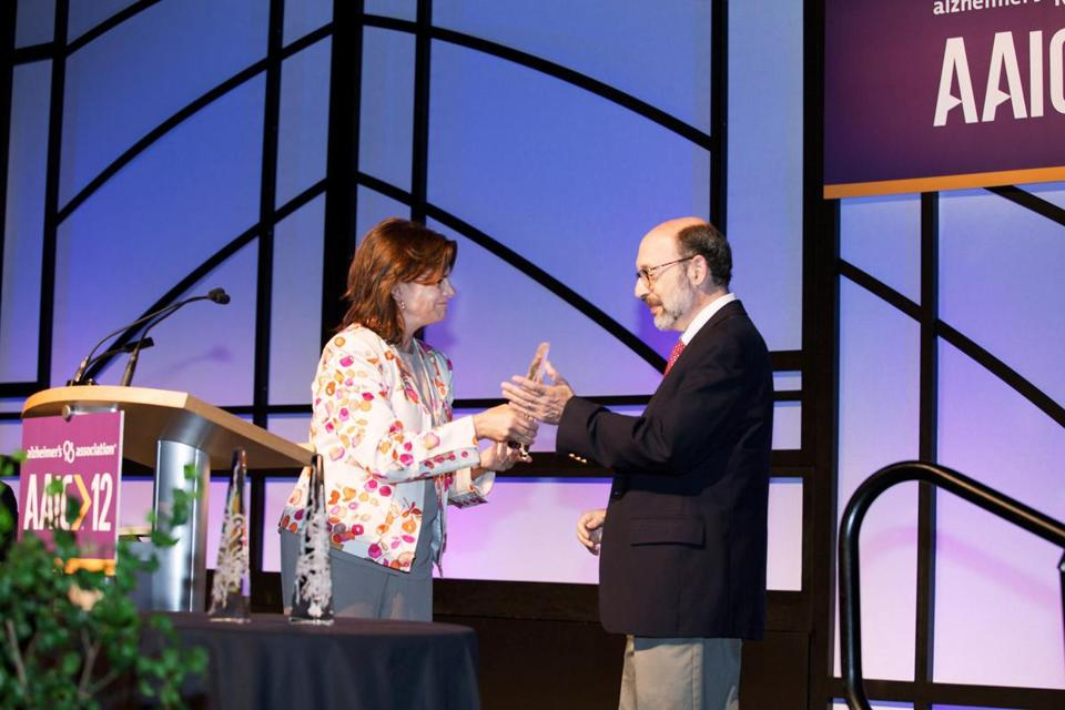 Dr. Bradley T. Hyman, Harvard professor of neurology and MGH researcher, received his award from Kristine Yaffe.