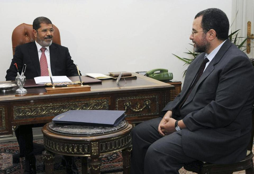 Hesham Kandil (right) with President Mohammed Morsi.