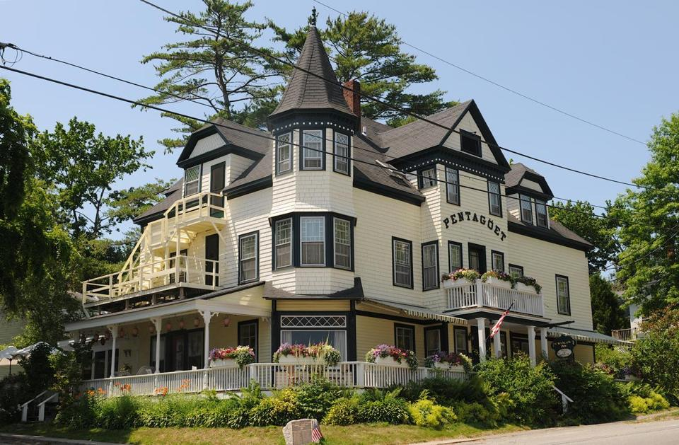 The Pentagoet Inn features a three-story, Queen Anne Victorian and an adjoining Federal.