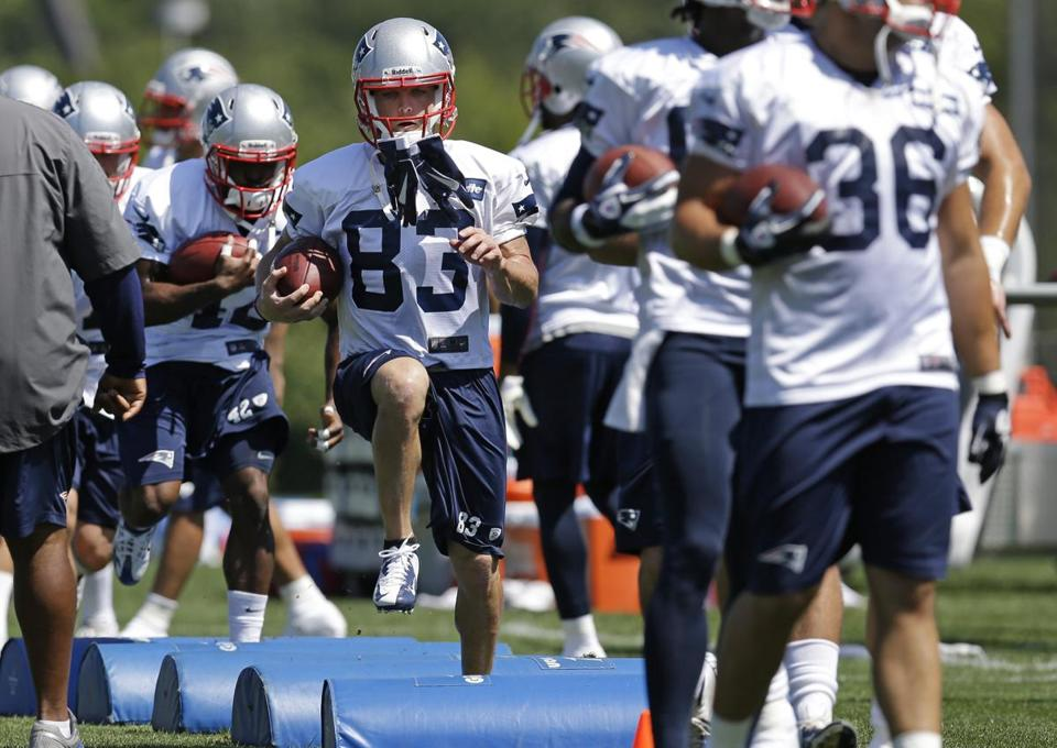 Wes Welker (center) participated in a drill at team practice on Monday.