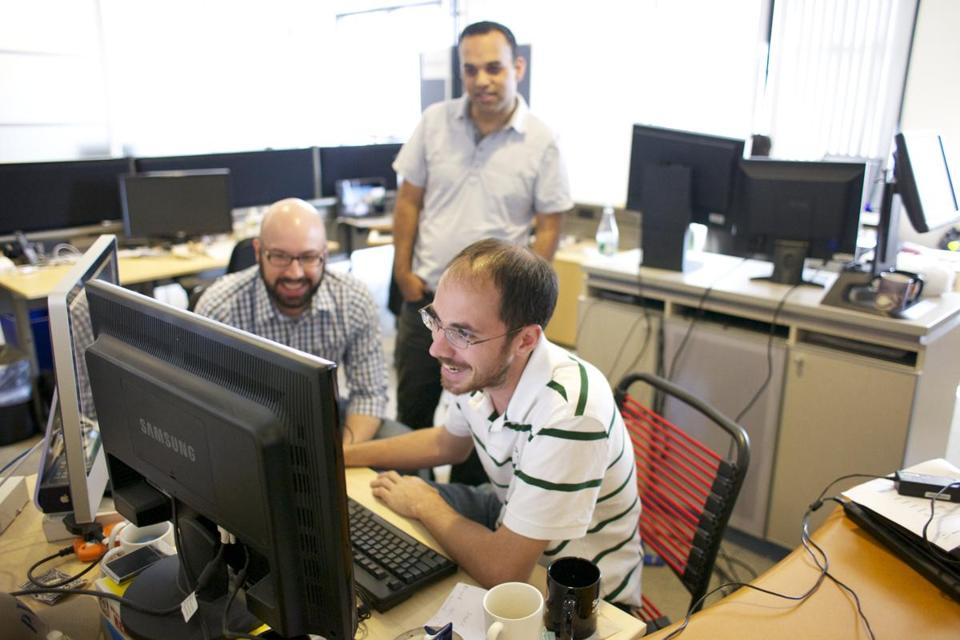 Henry Cipolla (right), Lee Isensee (left), and Mohit Dilawari work at DogPatch Labs incubator in Cambridge on a start-up called Localytics.