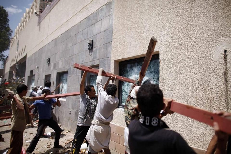 Yemeni demonstrators broke windows of the US embassy in Sanaa Thursday in protest against a film they consider blasphemous to Islam.