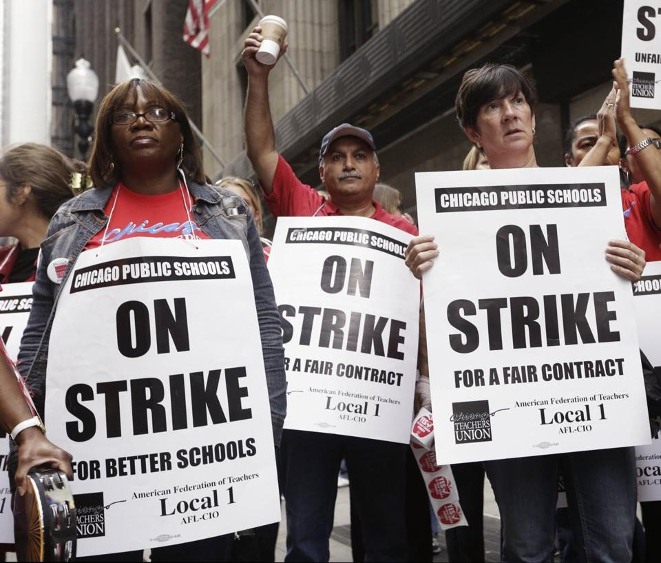 Chicago Teachers Union membered picketed  Friday.