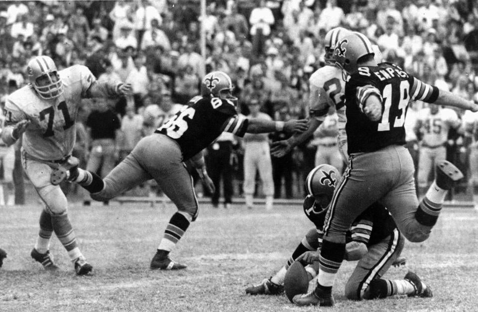 Alex Karras (left) defended as Tom Dempsey kicked his winning, record-setting 63-yard field goal with two seconds left.
