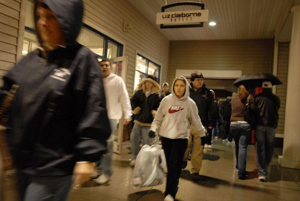 Shoppers at Wrentham Outlets on Friday, Nov. 24, 2006.