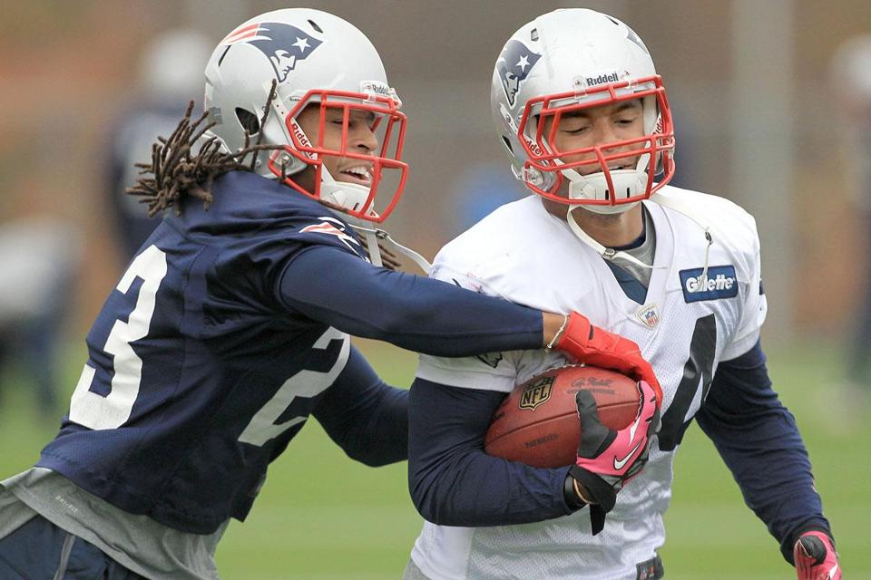 Patriots running back Shane Vereen worked on ball security during a drill with Marquice Cole.