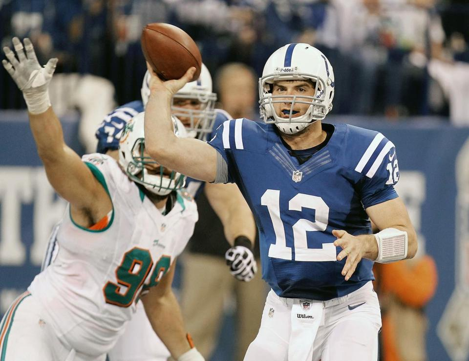 Andrew Luck set an NFL rookie record with 433 yards passing, and he threw for two scores as the Colts improved to 5-3.
