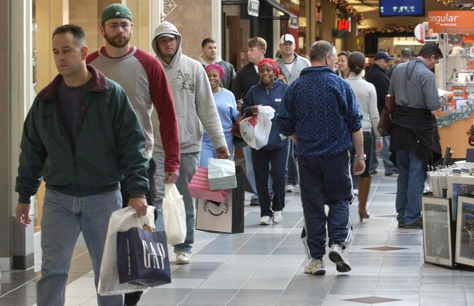 Last-minute Christmas shoppers make their way through the Northshore Mall. (AP file photo/Lisa Poole)