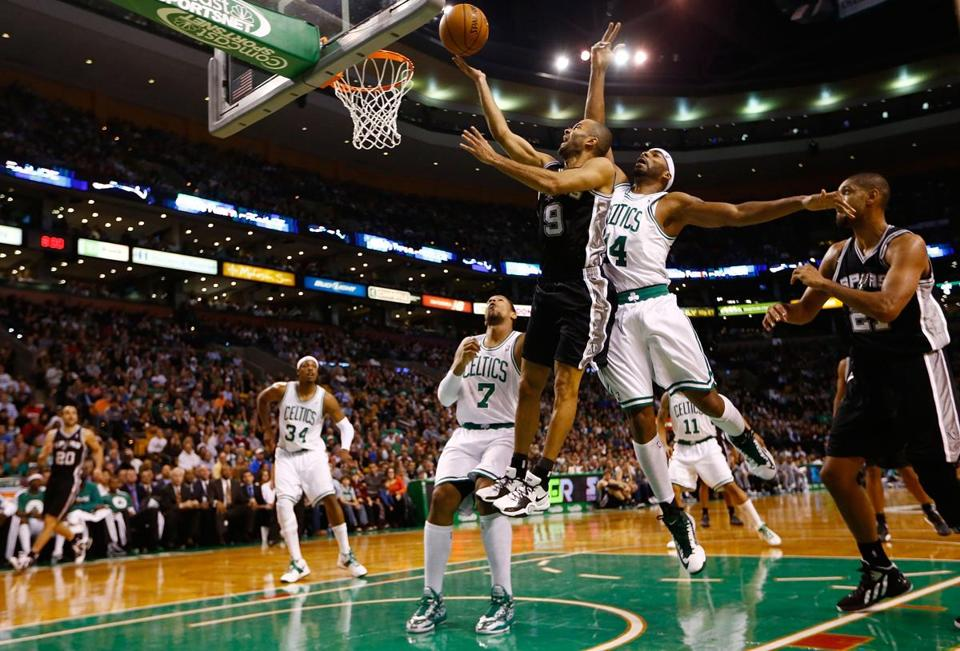 Tony Parker (above, driving to the basket) scored a season-high 26 points to lead the Spurs to a 112-100 victory.